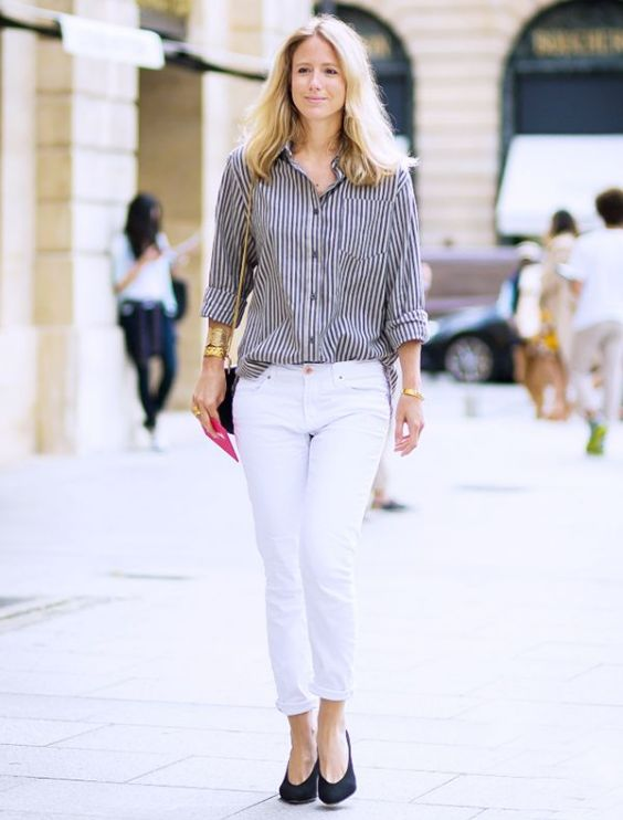 Preppy Outfits: black and white striped shirt, white skinny pants, bracelets, black and golden crossbody bag, black heels #outfitoftheday #college #blonde #trendy