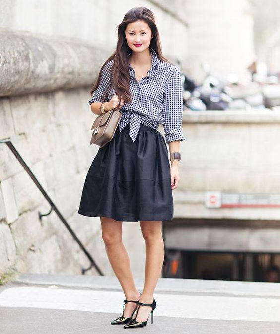 Preppy Outfit: black and white checked blouse, black circle skirt, black heels, brown bag, bracelet #outfitideas #brunette #makeup #longhair