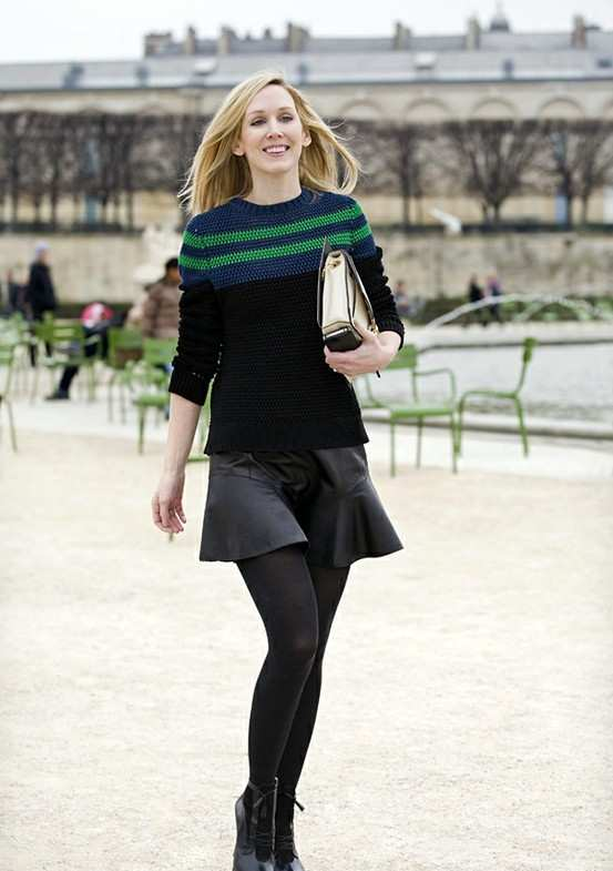 Preppy Outfits: navy blue, black and green sweatshirt, black circle skirt, black tights, black booties, beige purse #outfitoftheday #blonde #preppy #dailylook