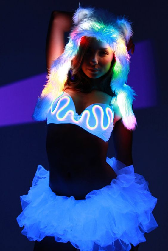 Rave Outfit: light up faux fur hat, light up bra, white tulle tutu skirt #outfitideas #led #costume #concertoutfits