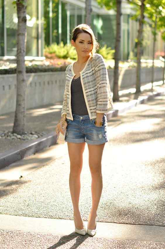 Spring Outfits: beige striped blazer, dark grey top, denim ripped jeans, nude heels, beige crossbody bag #outfitoftheday #brunette #women #girl