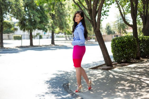 Spring Outfits: light blue long sleeve shirt, fuchsia and red tube skirt, red and beige high heel sandals #outfit #spring #brunette #longhair