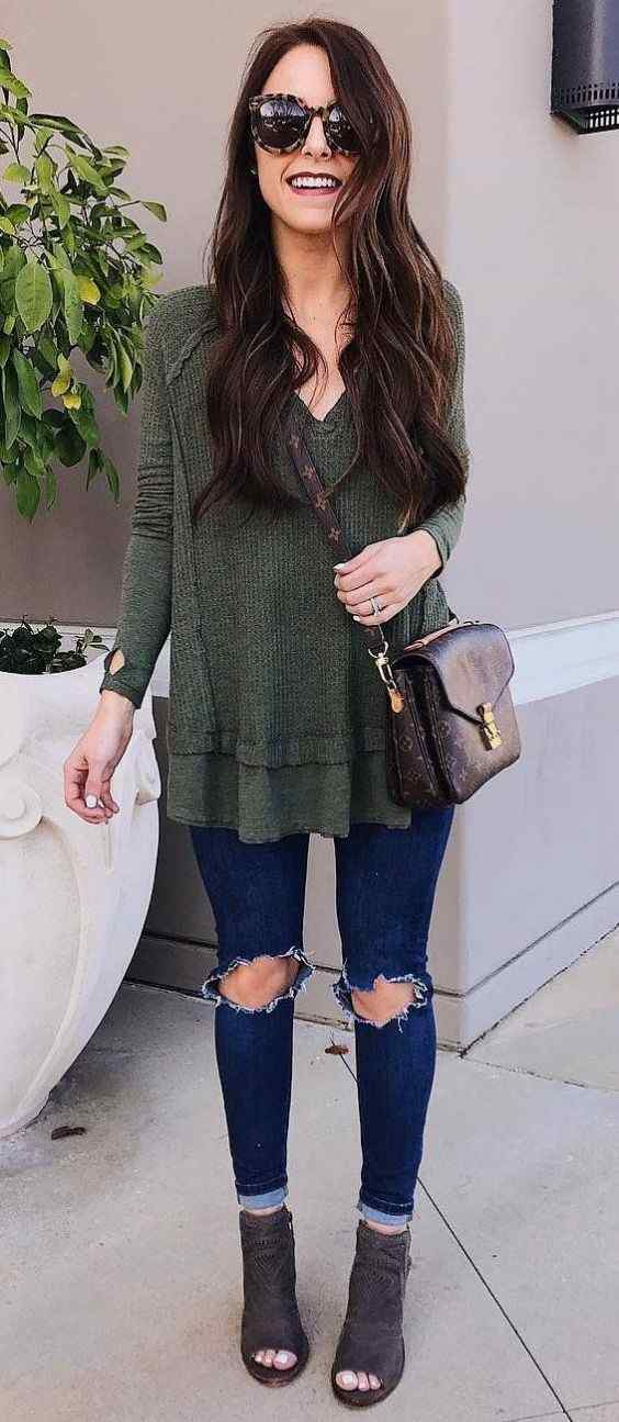 Spring Outfit: olive green v-neck long sleeve sweater, ripped skinny jeans, brown ankle boots, brown crossbody bag, sunglasses #outfitideas #longhair #brunette #trendy