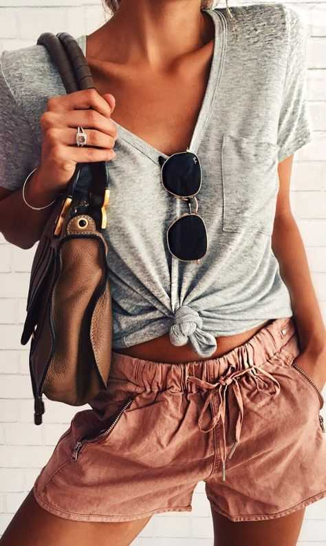 Summer Outfit: gray knot top, pink shorts, brwon bag, sunglasses #outfitoftheday #croptop #summer #dailyoutfit