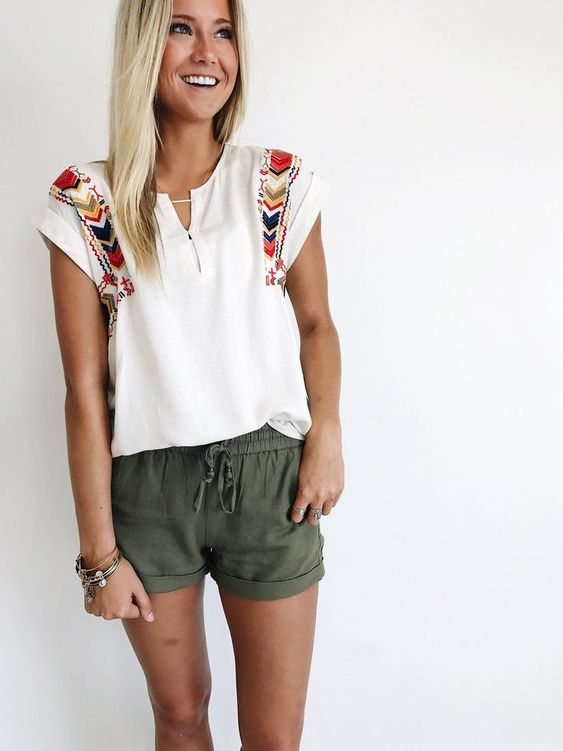 Summer Outfit: white boho t-shirt, olive green shorts, bracelets #outfit #sun #casual #vintage