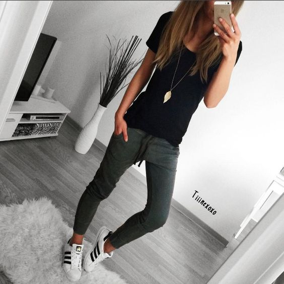Tomboy Outfit: black t-shirt, dark gray jogger pants, black and white sneakers, necklace #outfitideas #longhair #teen #fashion