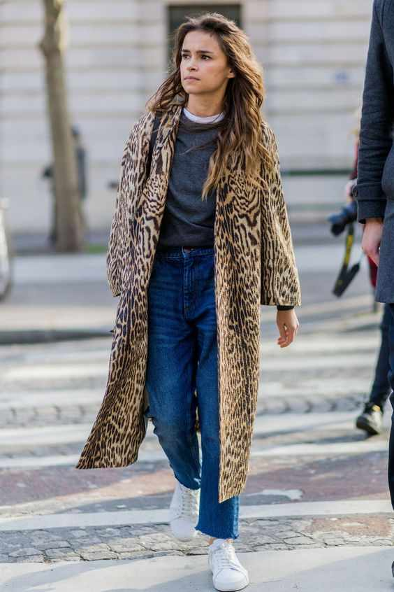 Winter Outfits: leopard print longline coat, gray shirt, mom jeans, white sneakers #outfitoftheday #brunette #winter #snow