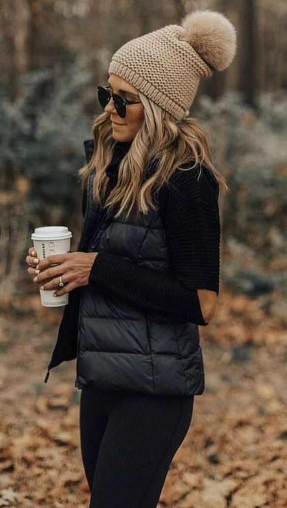 Winter Outfits: black sweater, black sleeveless jacket, black skinny jeans, light brown winter hat, sunglasses #outfitideas #winteroutfit #blonde #look