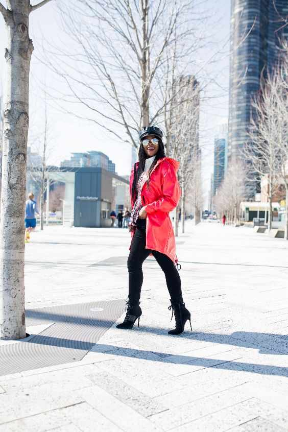 Winter Outfits: red longline coat, white turtleneck sweater, black skinny pants, high heel boots, black beret hat, sunglasses #outfitoftheday #winter #red #smile