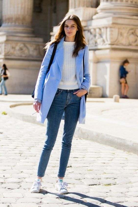 Winter Outfit: light blue coat, white sweater, skinny jeans, white sneakers, black bag #outfitideas #brunette #trendy #fashion