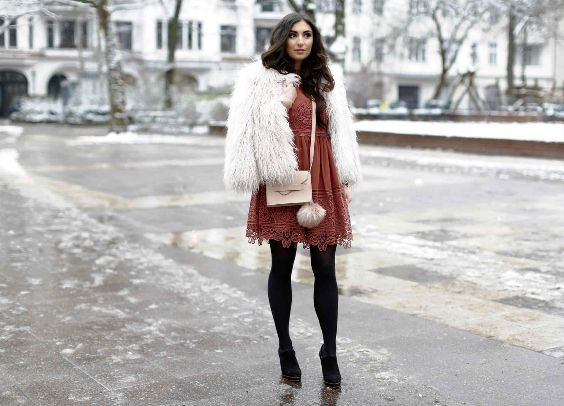 Winter Outfits: white faux-fur jacket, orange lace dress, black tights, black booties, beige crossbody bag #outfit #winter #brunette #snow