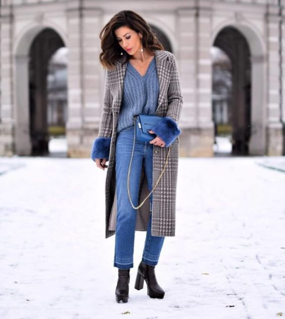 Winter Outfit: gray plaid coat, blue v-neck sweater, mom jeans, black booties, earrings, blue crossbody bag #outfit #winter #brunette #elegant