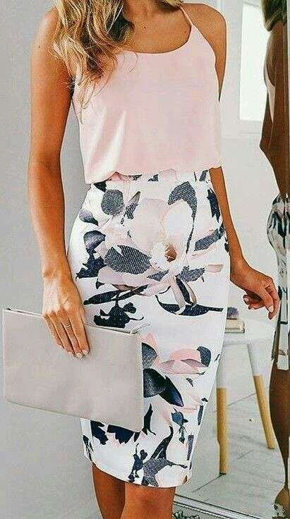 Work Outfits: baby pink spaghetti strap top, white floral pencil skirt, light gray purse #outfit #pink #floral #skirt