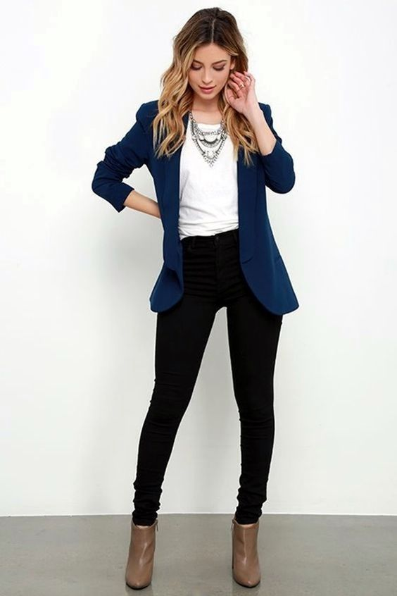 Work Outfits: navy blue blazer, white top, black skinny jeans, light brown booties, necklace #outfitideas #professionalwomen #dailylook #fashion